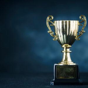 ふんグラム選手権の優勝カップ