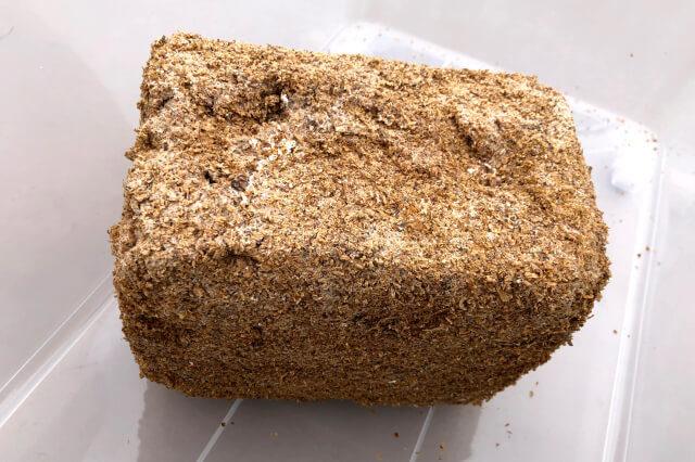 菌床ブロック(外側白皮剥がし)